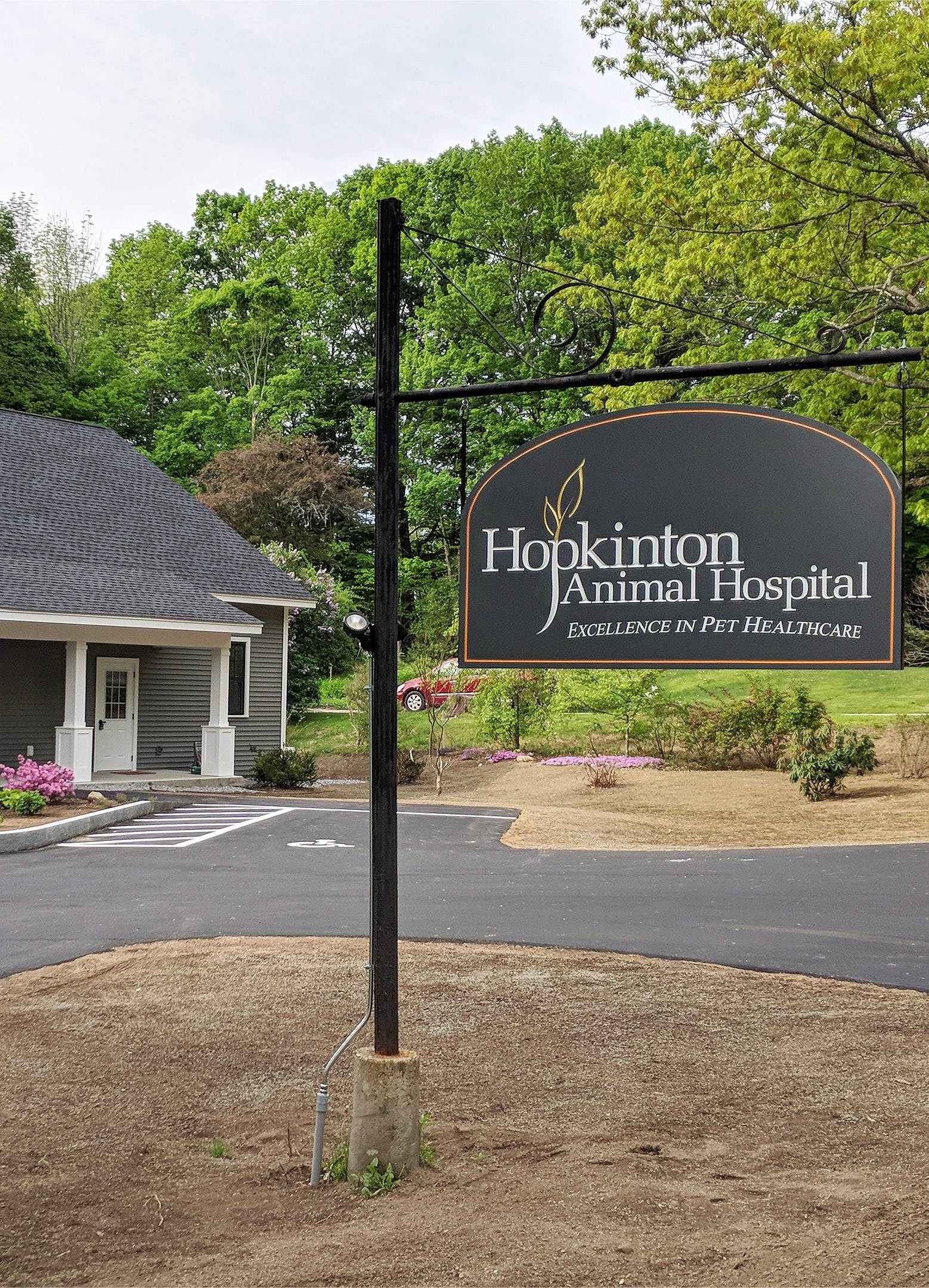 Hopkinton Animal Hospital is a veterinary hospital in Hopkinton, NH, that treats dogs and cats and small exotic pets such as birds, ferrets, rabbits, and reptiles.